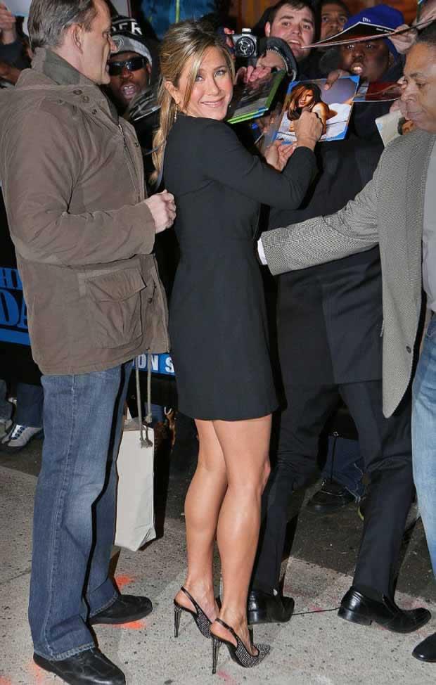Jennifer_Aniston_Daily_Show_Jon_Stewart_NYC_