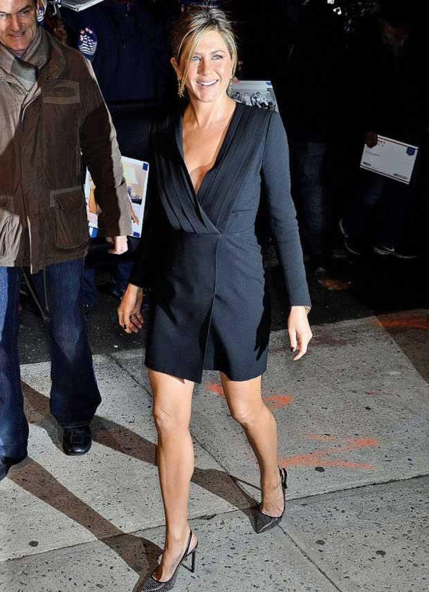Jennifer_Aniston_Daily_Show_Jon_Stewart_NYC_2