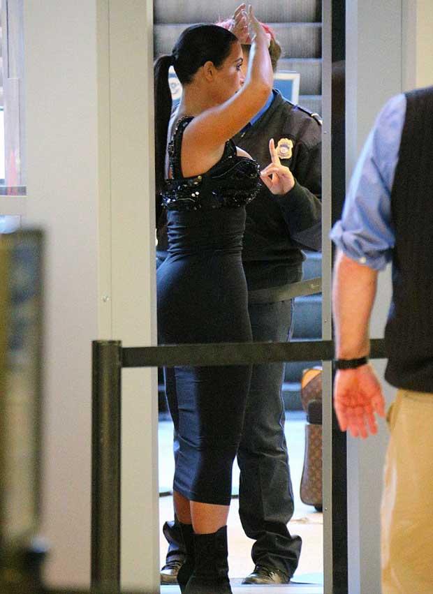Kim_Kardashian_curves_in_tight_dress_4