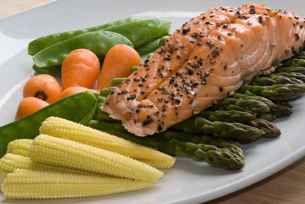 Salmon with fresh vegetables