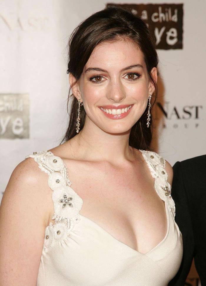 Anne Hathaway Hot Pics