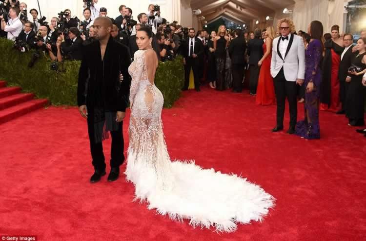 Kim_Kardashian_dress_NYC_Met_Gala_2015_10