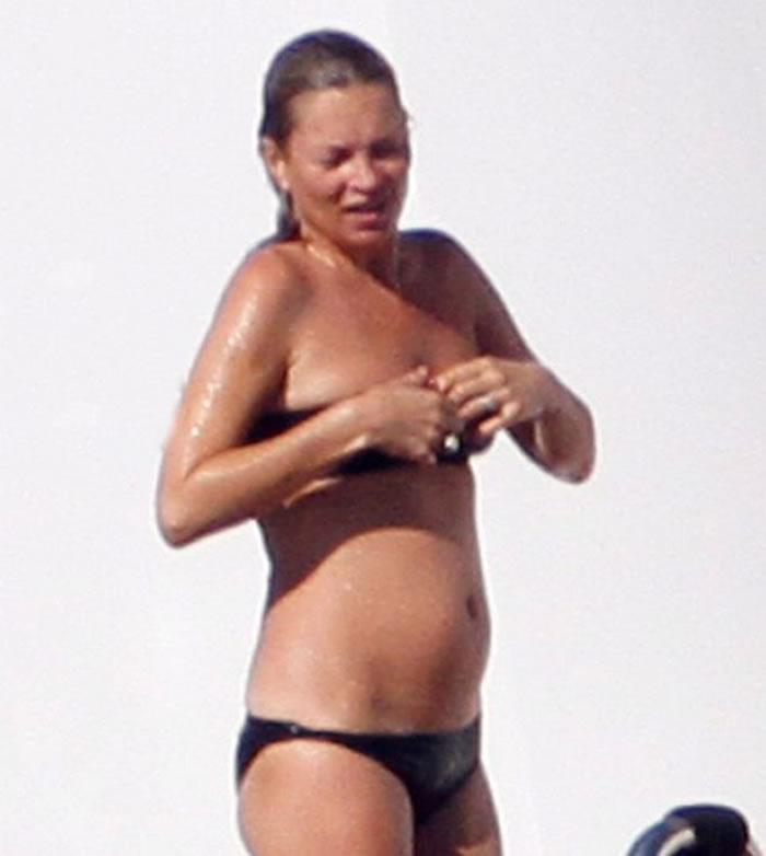 Kate Moss nip black bikini